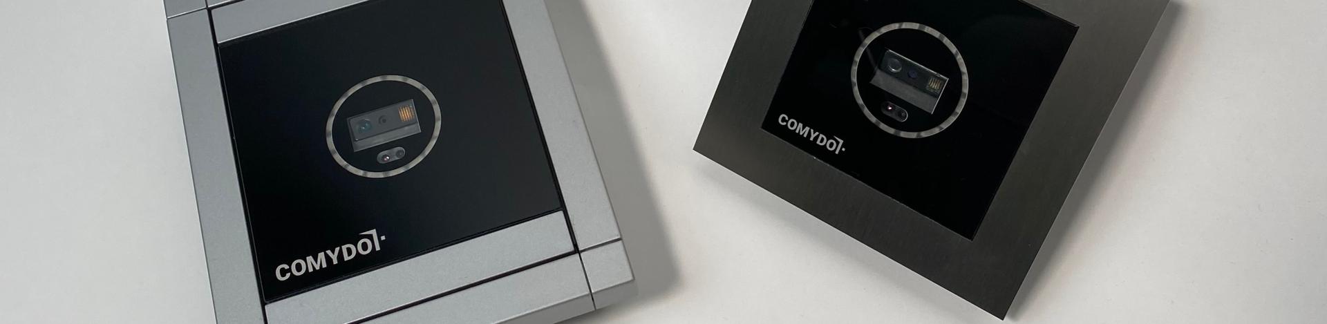 Zwei Comydo Scanner auf einem weißen Tisch