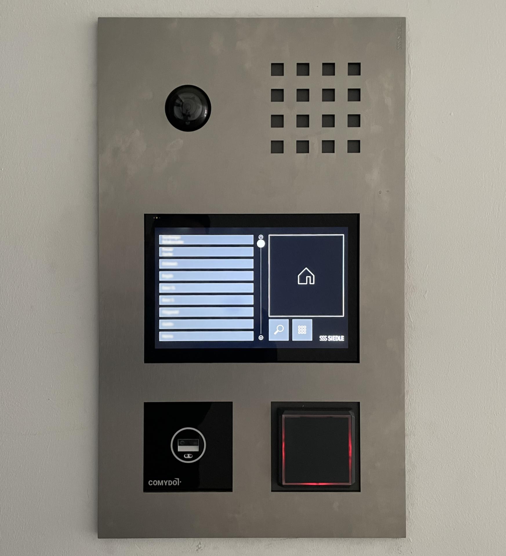 Frontalansicht eines Klingeltableaus mit integriertem Comydo Scanner